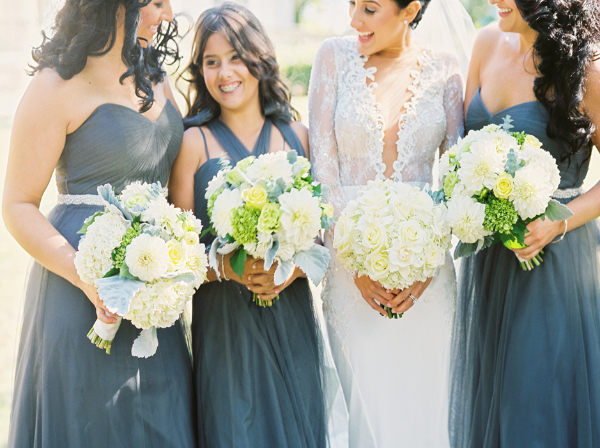 Pat__Briana_Bride_and_bridesmaids_holding_bouquets