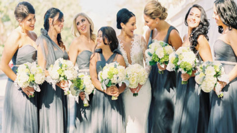 Pat__Briana_Bride_and_bridesmaids_w_bouquets_zoomed_out